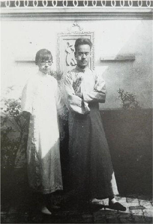 青年时期的王雪涛与夫人徐佩蕸
